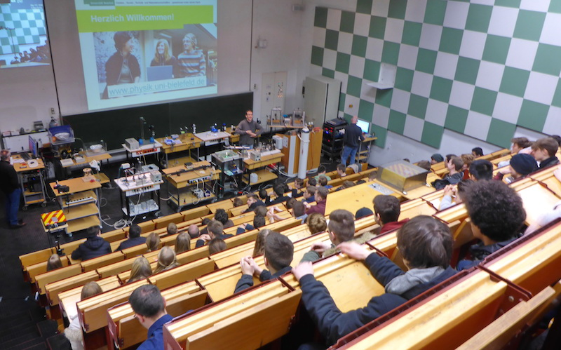 Anne-Frank-PhysikerInnen schnuppern Hörsaal-Luft