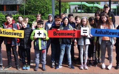 Reaktionsweg + Bremsweg = Anhalteweg