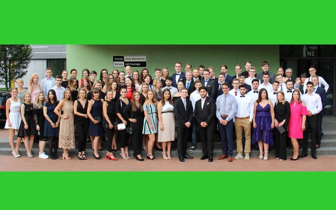 80 Absolventen mit dem Abitur entlassen