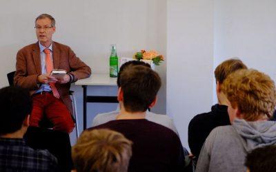 Landrat Sven-Georg Adenauer zum  bundesweiten Vorlesetag  in der Mediothek