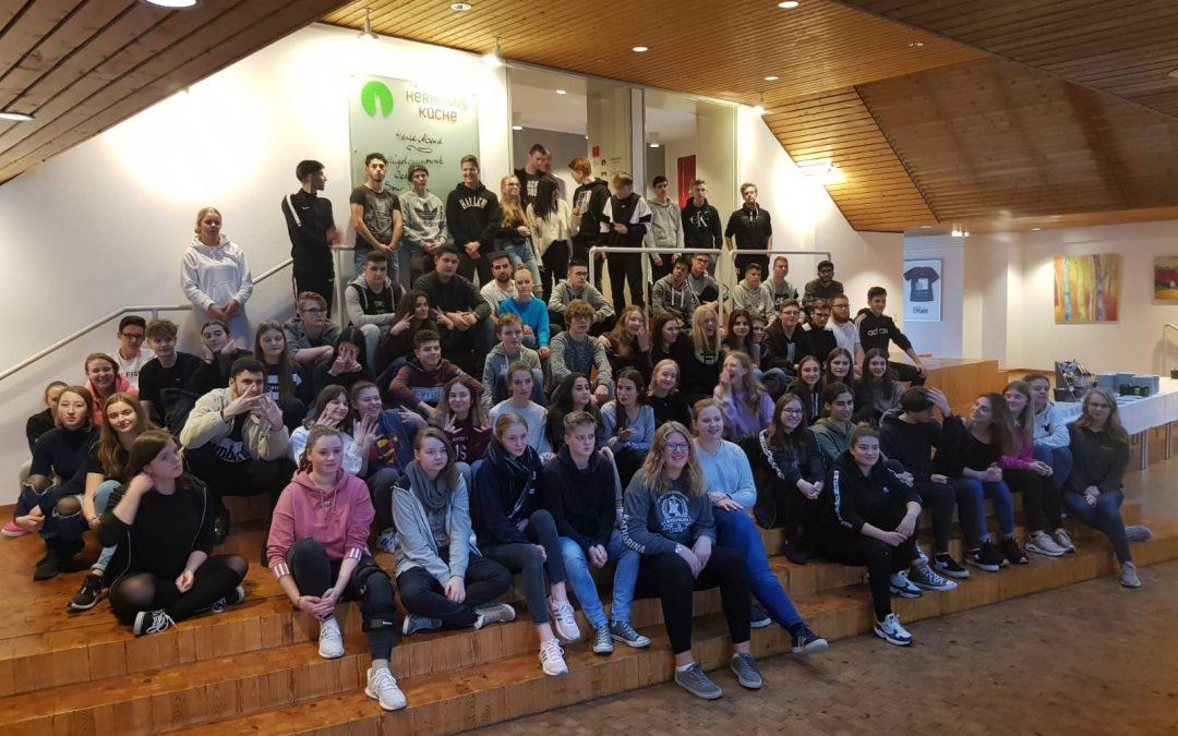 """Schülerinnen und Schüler der Einführungsphase absolvieren zweitägigen Workshop zum Thema """"Kommunikation und Rhetorik"""""""