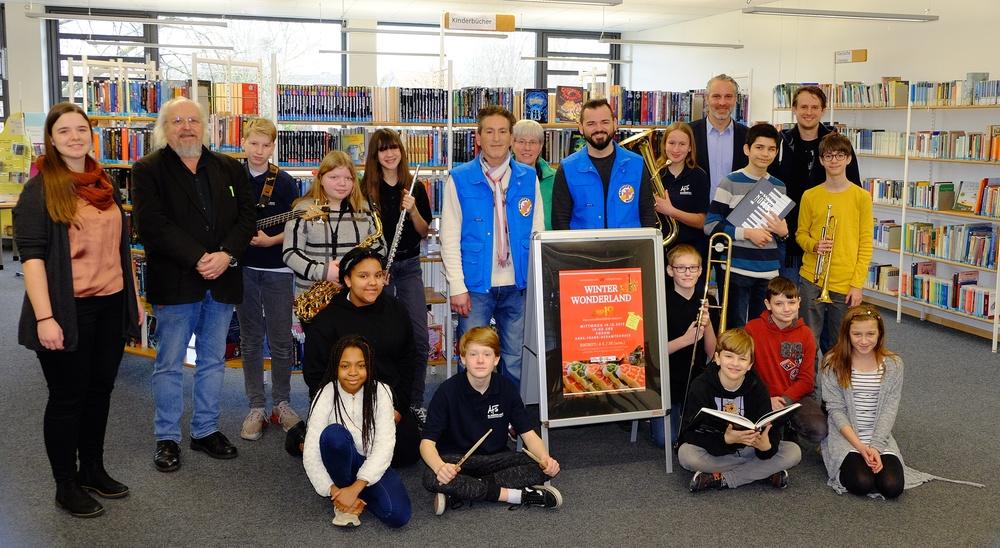 Anne-Frank-Schule übergibt Spenden an die Bahnhofsmission