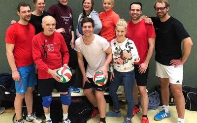 Kreismeisterschaften Volleyball für Lehrer*innen: Viel Spaß im Team und immerhin nicht auf dem letzten Platz! 🙂