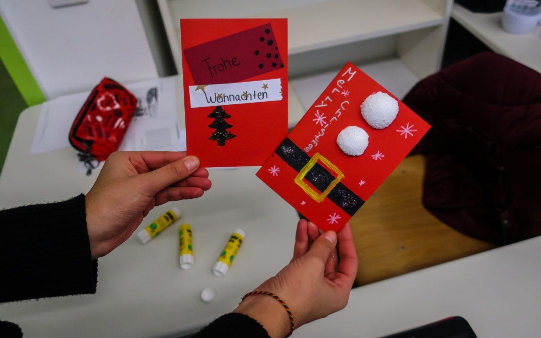 Der SoWi-Zusatzkurs schickt weihnachtliche Grüße an Senior*innen