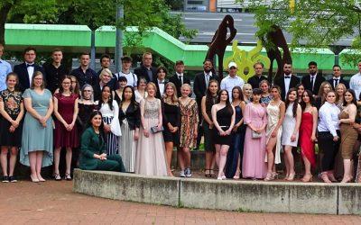 Abitur 2021 – Anne-Frank-Gesamtschule entlässt 60 Abiturabsolvent*innen