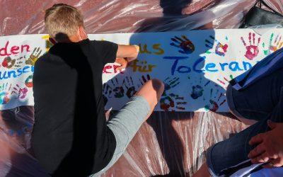 Tolle Aktion der Schülervertretung am 14. Juni: Ein Handabdruck gegen Rassismus und für mehr Toleranz in der Gesellschaft